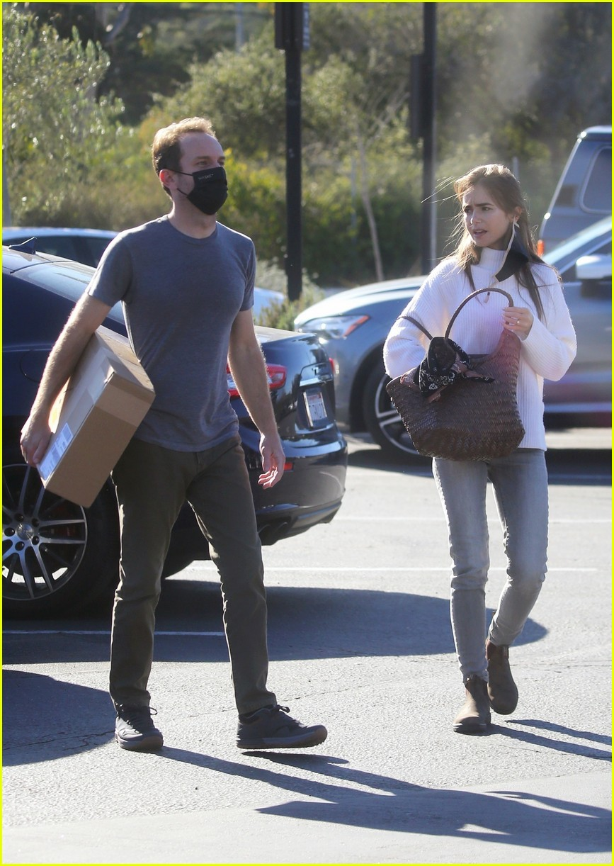 lilly collins recycling 604516598