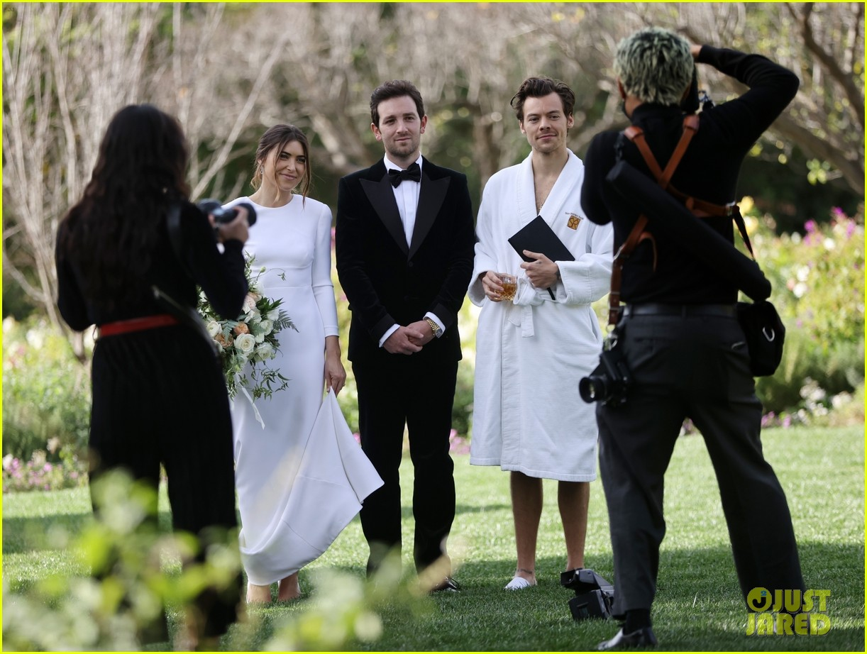 Harry Styles Wore A Bathrobe Slippers For His Manager S Wedding Photos We Have All The Pics Photo 4514847 Glenne Christiaansen Harry Styles Jeffrey Azoff Olivia Wilde Pictures Just Jared