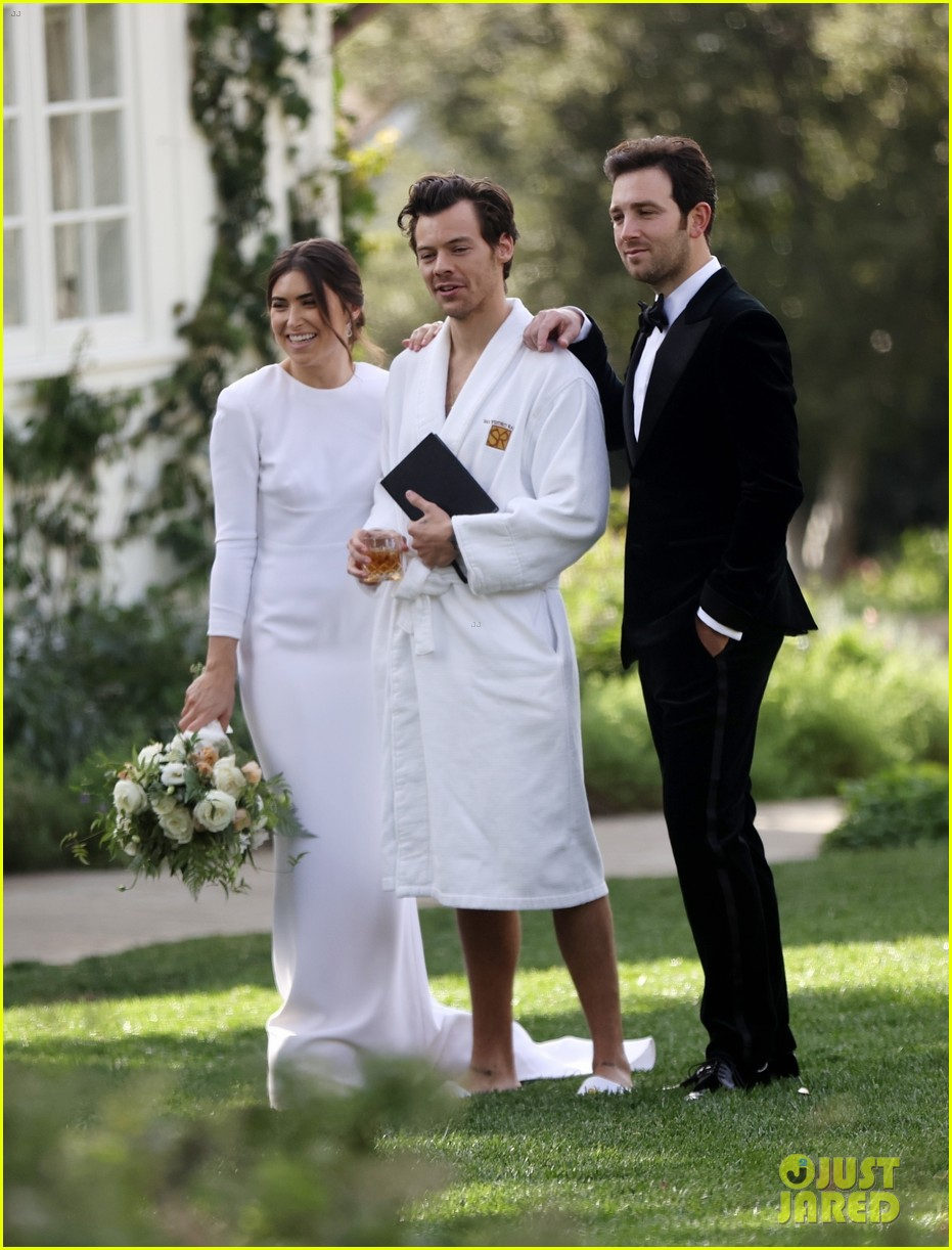 Harry Styles Wore A Bathrobe Slippers For His Manager S Wedding Photos We Have All The Pics Photo 4514854 Glenne Christiaansen Harry Styles Jeffrey Azoff Olivia Wilde Pictures Just Jared