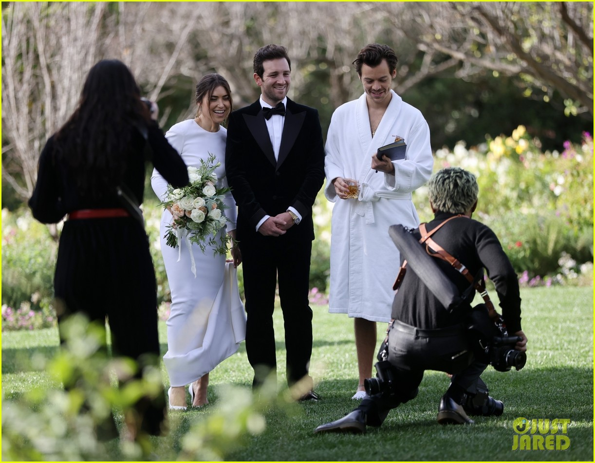 Harry Styles Wore A Bathrobe Slippers For His Manager S Wedding Photos We Have All The Pics Photo 4514855 Glenne Christiaansen Harry Styles Jeffrey Azoff Olivia Wilde Pictures Just Jared