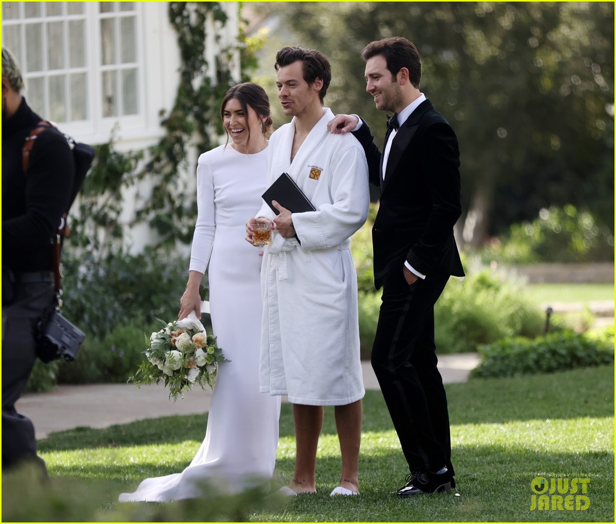 Harry Styles Wore A Bathrobe Slippers For His Manager S Wedding Photos We Have All The Pics Photo 4514856 Glenne Christiaansen Harry Styles Jeffrey Azoff Olivia Wilde Pictures Just Jared