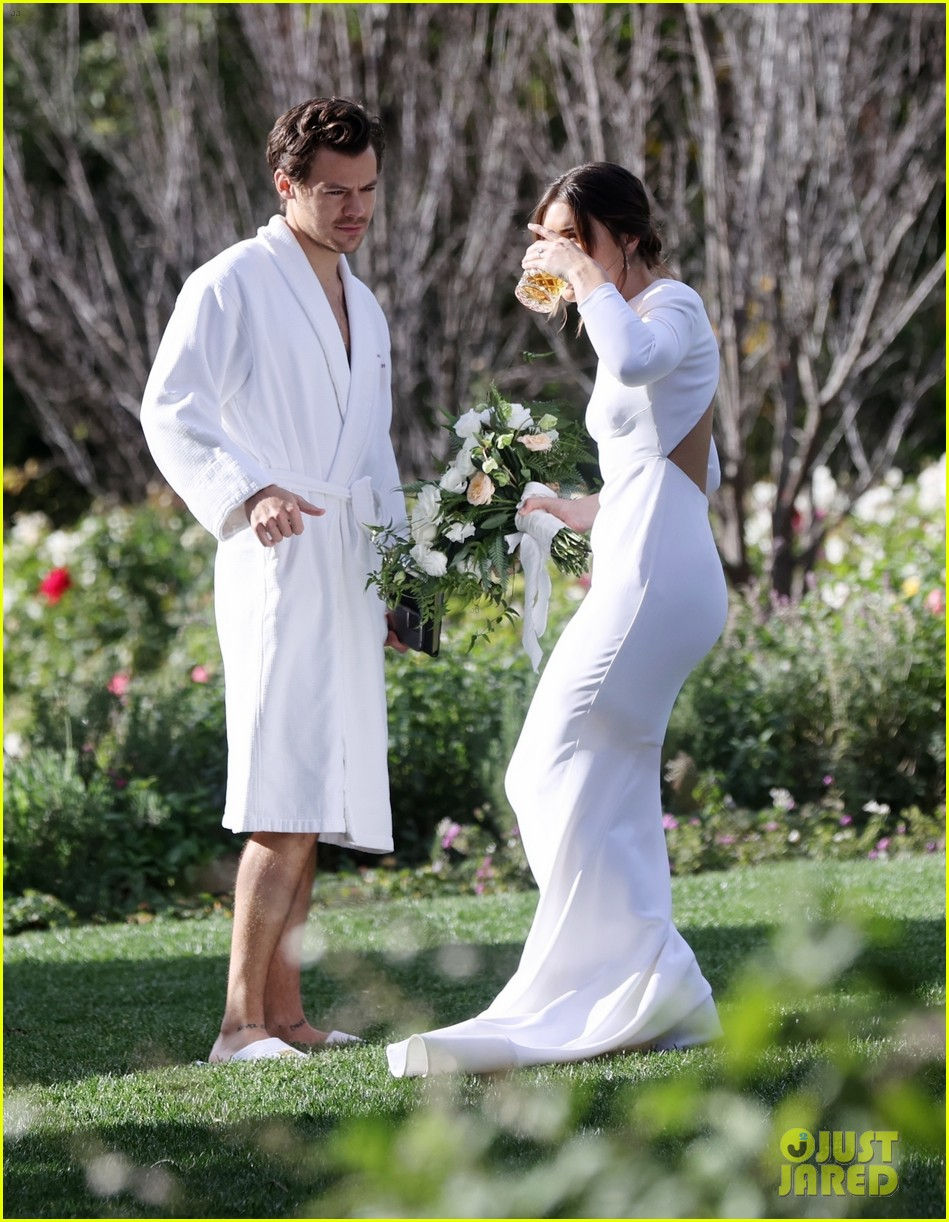 Harry Styles Wore A Bathrobe Slippers For His Manager S Wedding Photos We Have All The Pics Photo 4514858 Glenne Christiaansen Harry Styles Jeffrey Azoff Olivia Wilde Pictures Just Jared