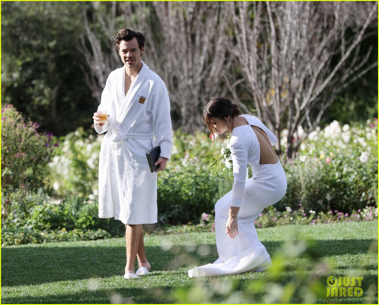 Harry Styles Wore A Bathrobe Slippers For His Manager S Wedding Photos We Have All The Pics Photo 4514860 Glenne Christiaansen Harry Styles Jeffrey Azoff Olivia Wilde Pictures Just Jared