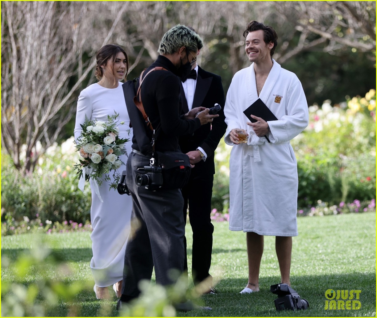 Harry Styles Wore A Bathrobe Slippers For His Manager S Wedding Photos We Have All The Pics Photo 4514862 Glenne Christiaansen Harry Styles Jeffrey Azoff Olivia Wilde Pictures Just Jared