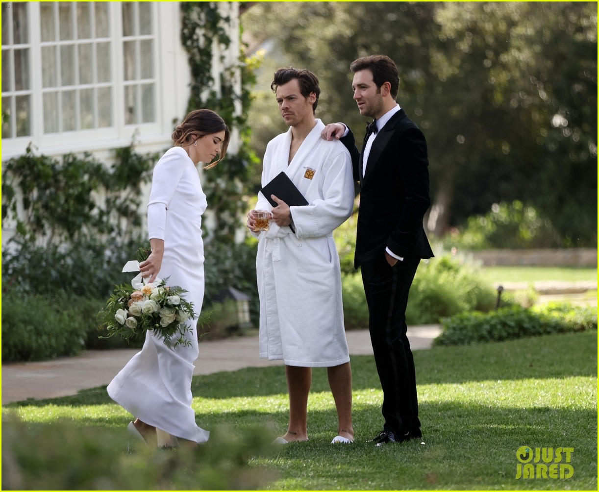 Harry Styles Wore A Bathrobe Slippers For His Manager S Wedding Photos We Have All The Pics Photo 4514863 Glenne Christiaansen Harry Styles Jeffrey Azoff Olivia Wilde Pictures Just Jared