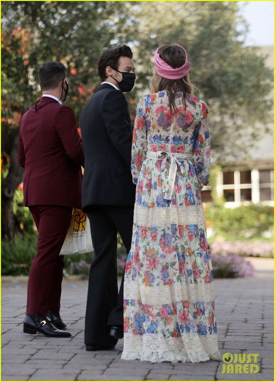 harry styles olivia wilde hold hands managers wedding 054514746