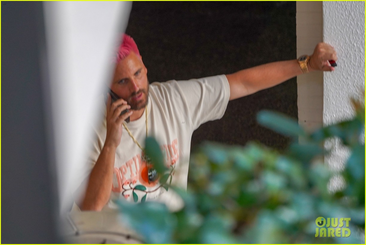 scott disick new pink hair 034526214
