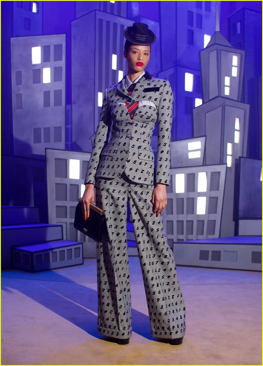 moschino fashion show 024527617