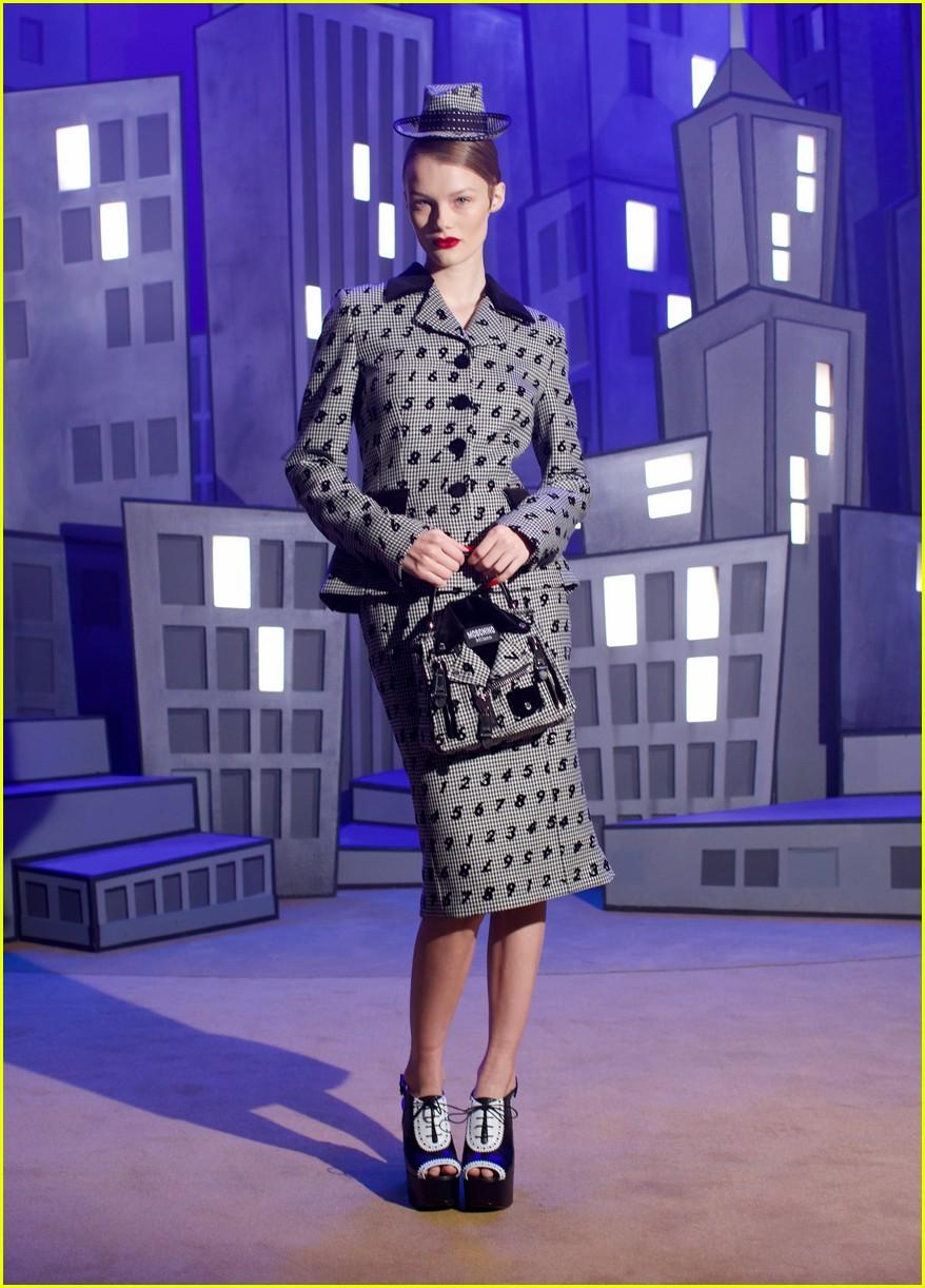 moschino fashion show 044527619