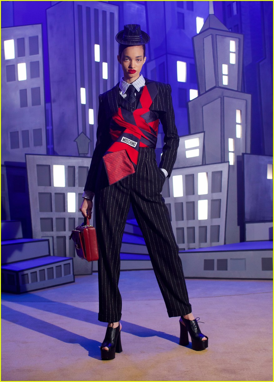 moschino fashion show 054527620