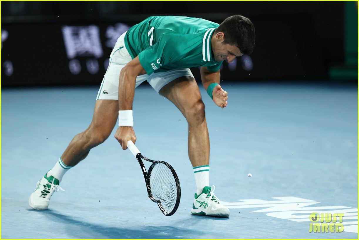 novak djokovic destroys racket 094525242