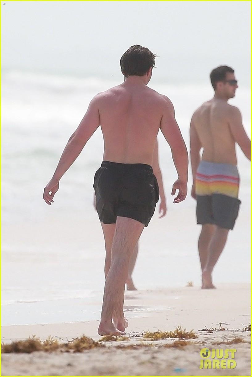 rocco ritchie shirtless beach tulum 024523704
