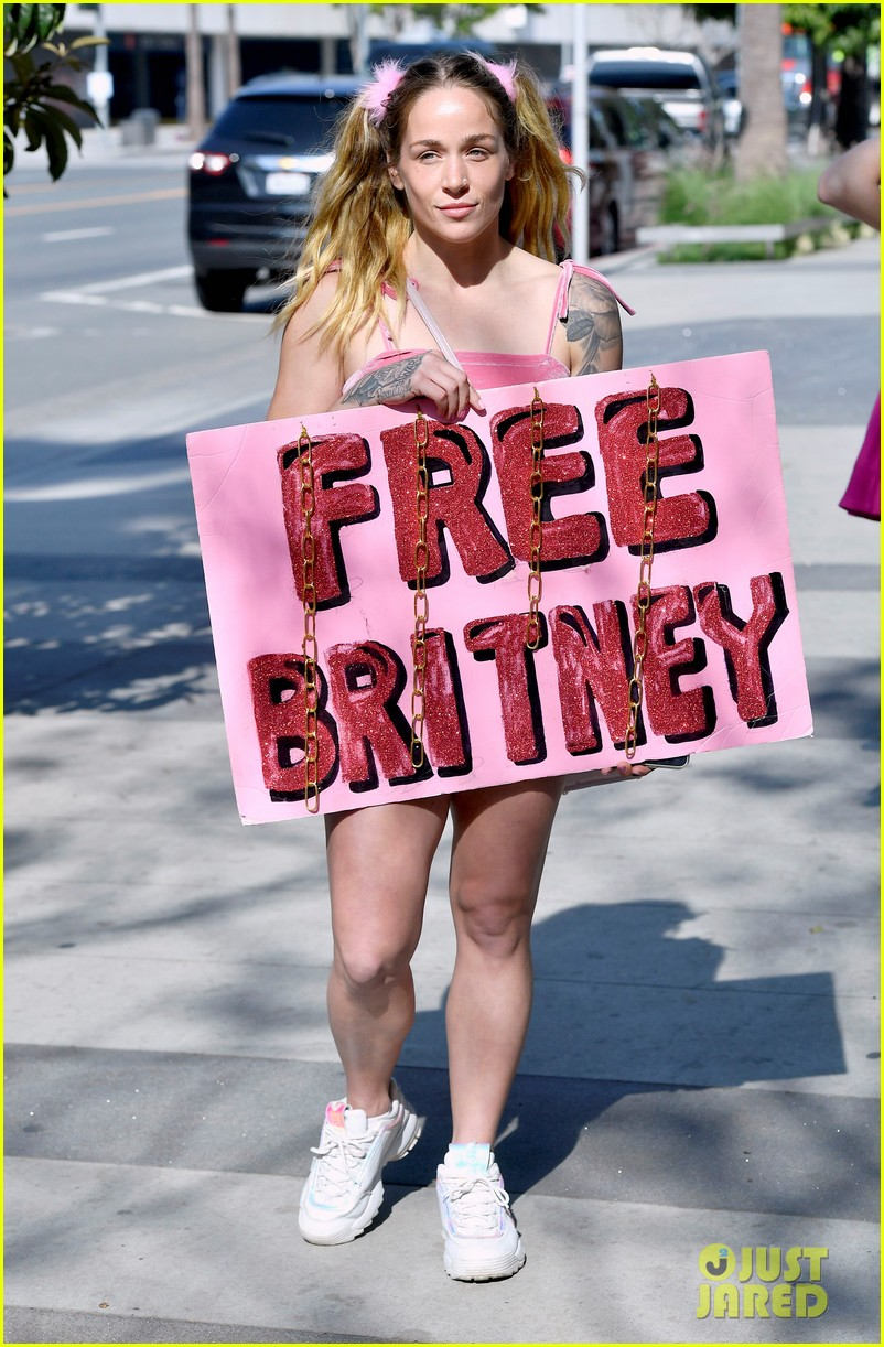 britney spears fans at court hearing 014524052