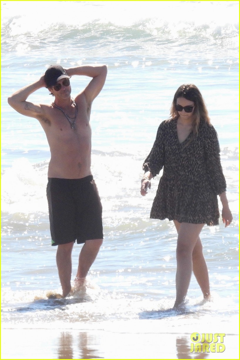 robin thicke goes shirtless for beach day with his family 034526843