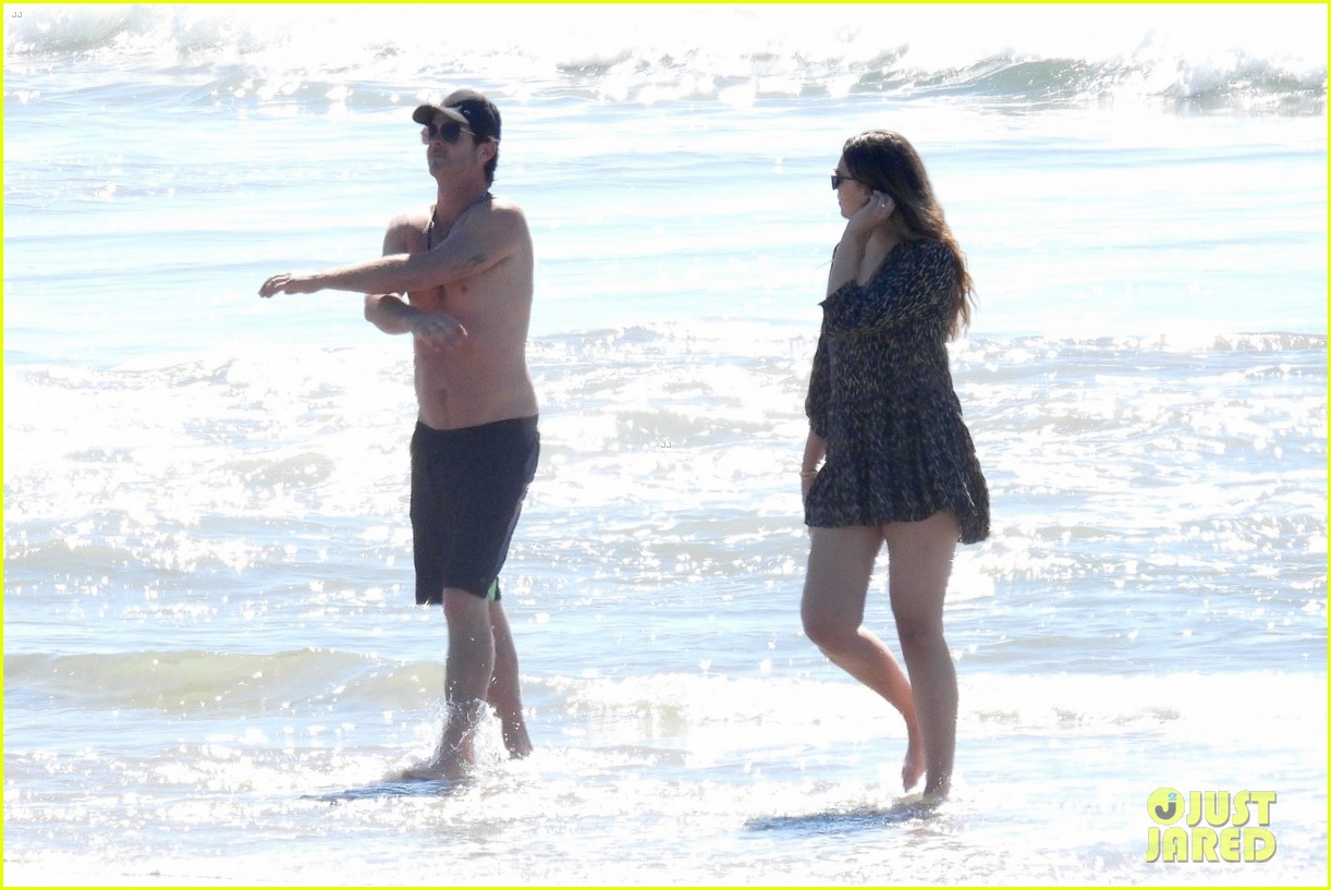 robin thicke goes shirtless for beach day with his family 244526864