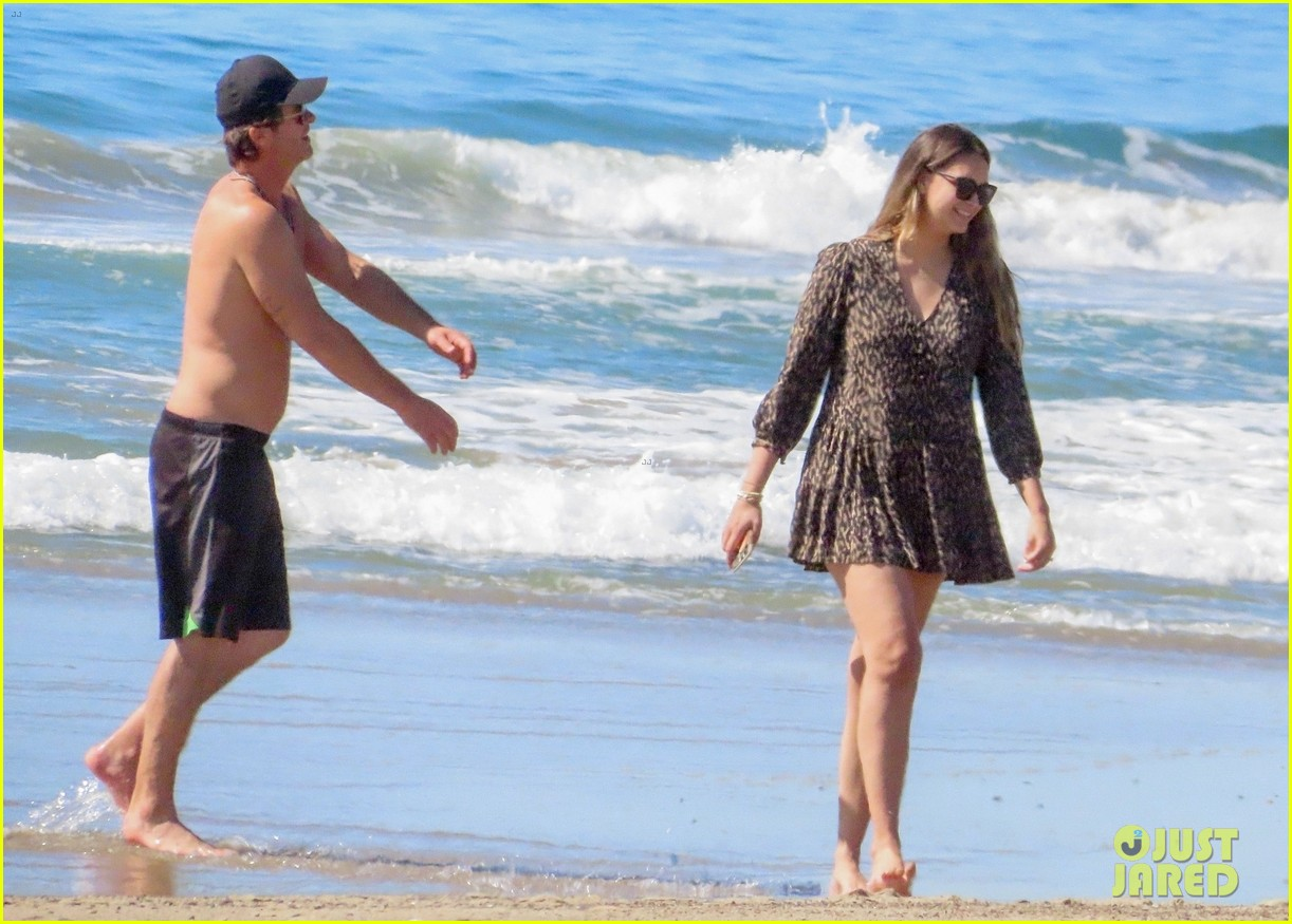 robin thicke goes shirtless for beach day with his family 384526878