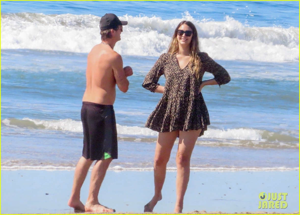 robin thicke goes shirtless for beach day with his family 394526879