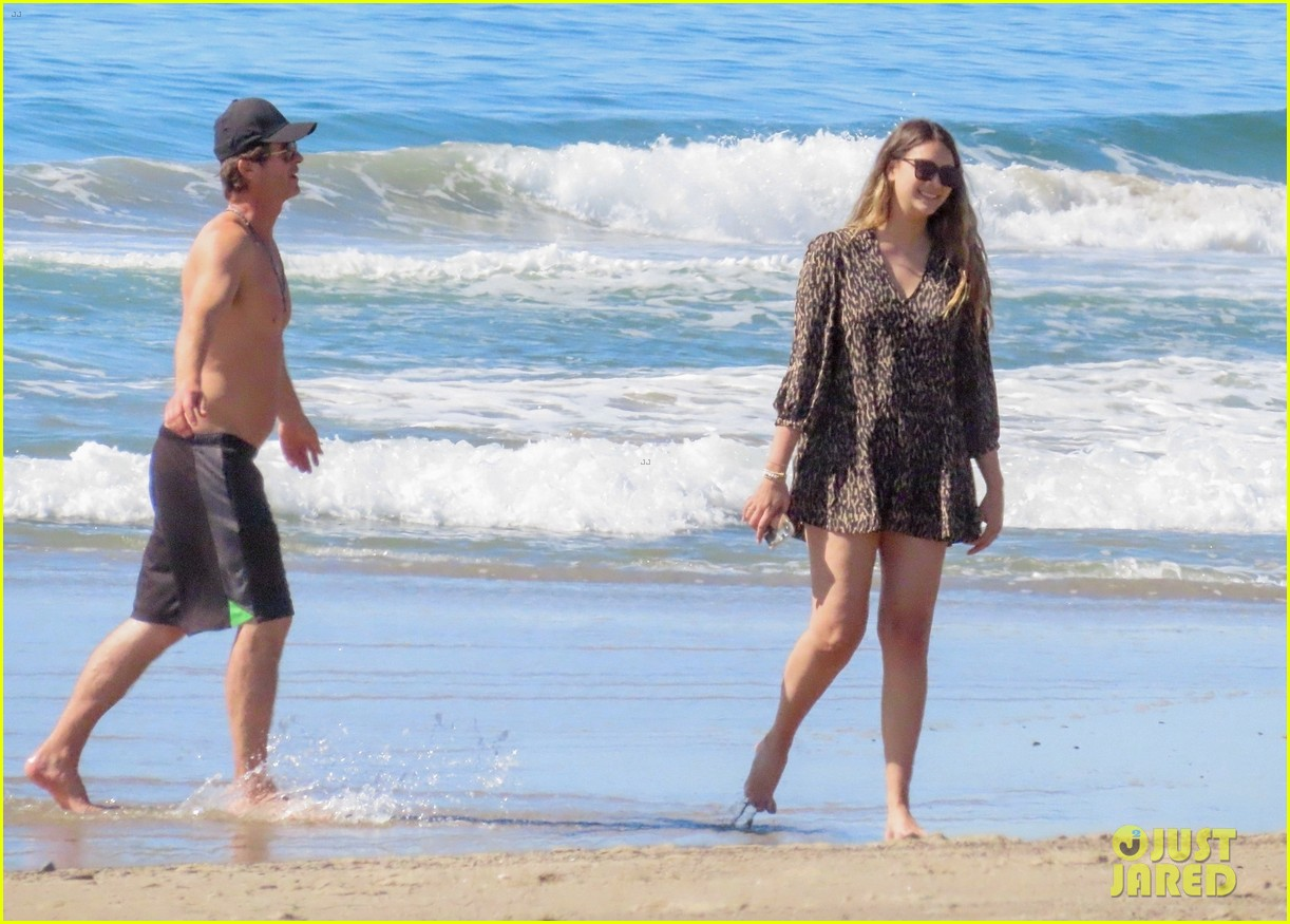robin thicke goes shirtless for beach day with his family 424526882