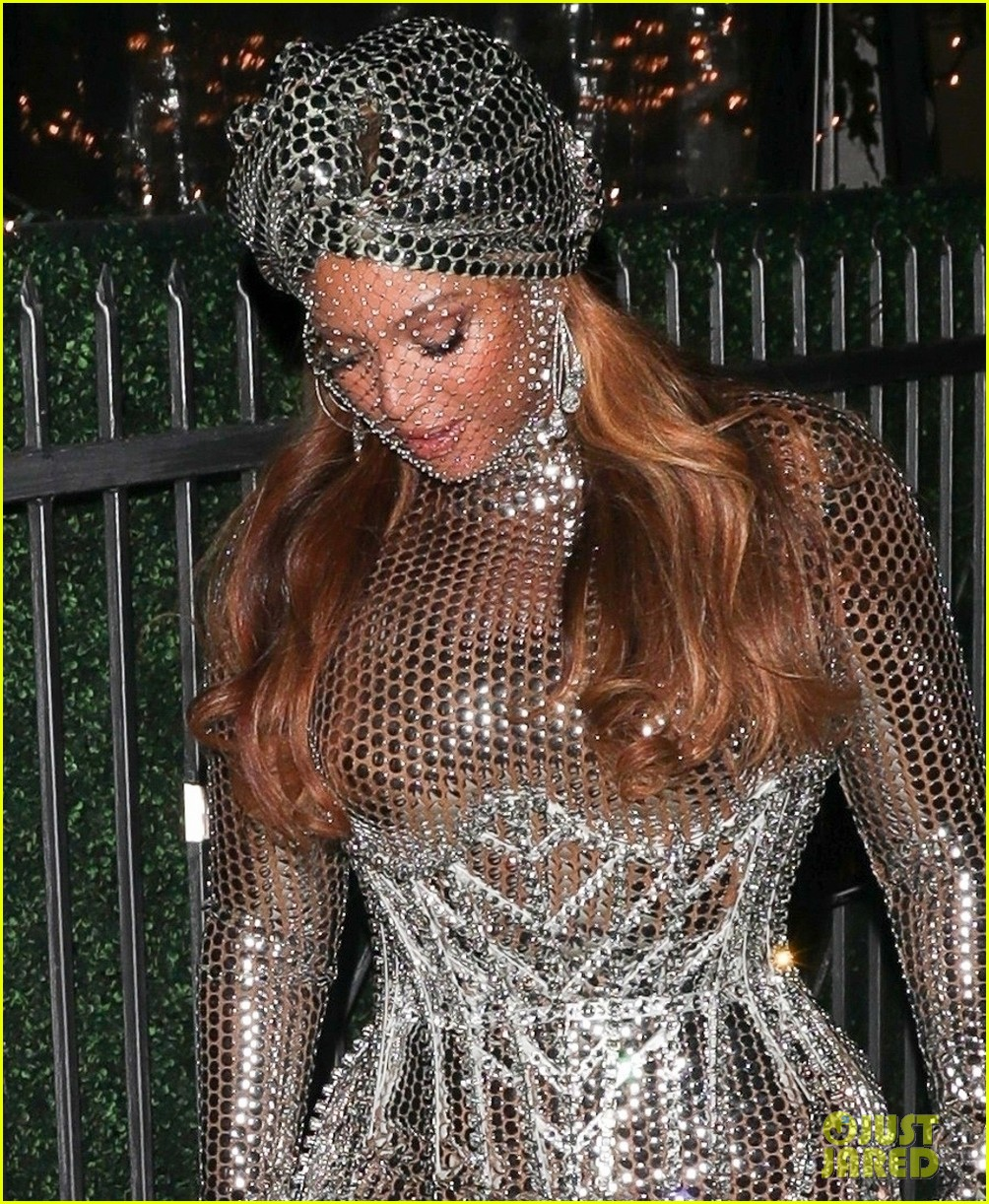 beyonce dazzles in silver dress after historic grammys night 044533259