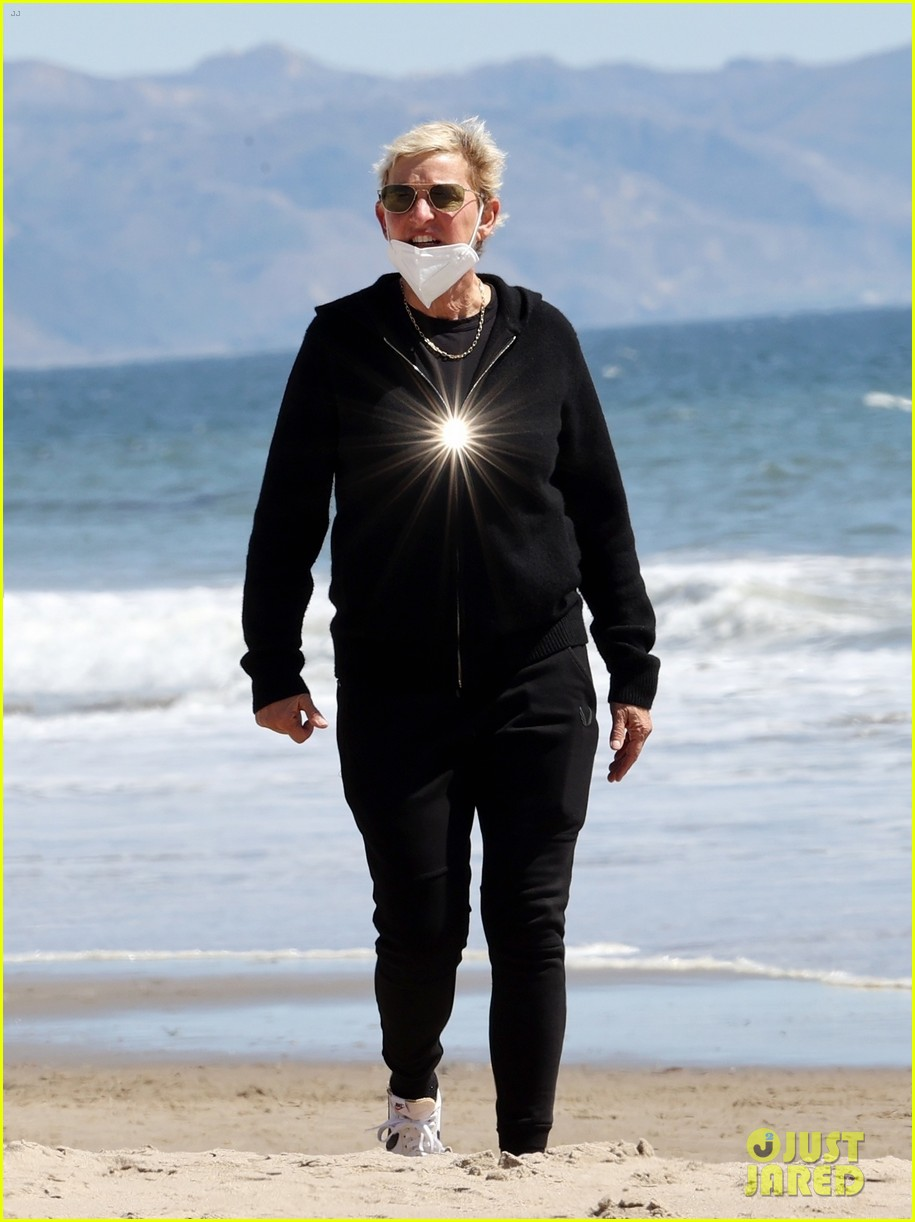 ellen degeneres beach walk before portia surgery 024535792