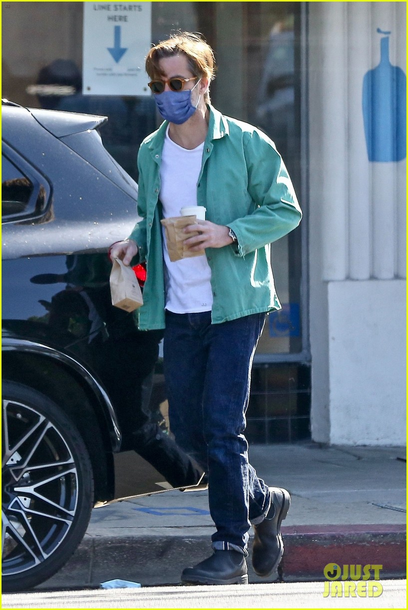 chris pine coffee from blue bottle 014530332