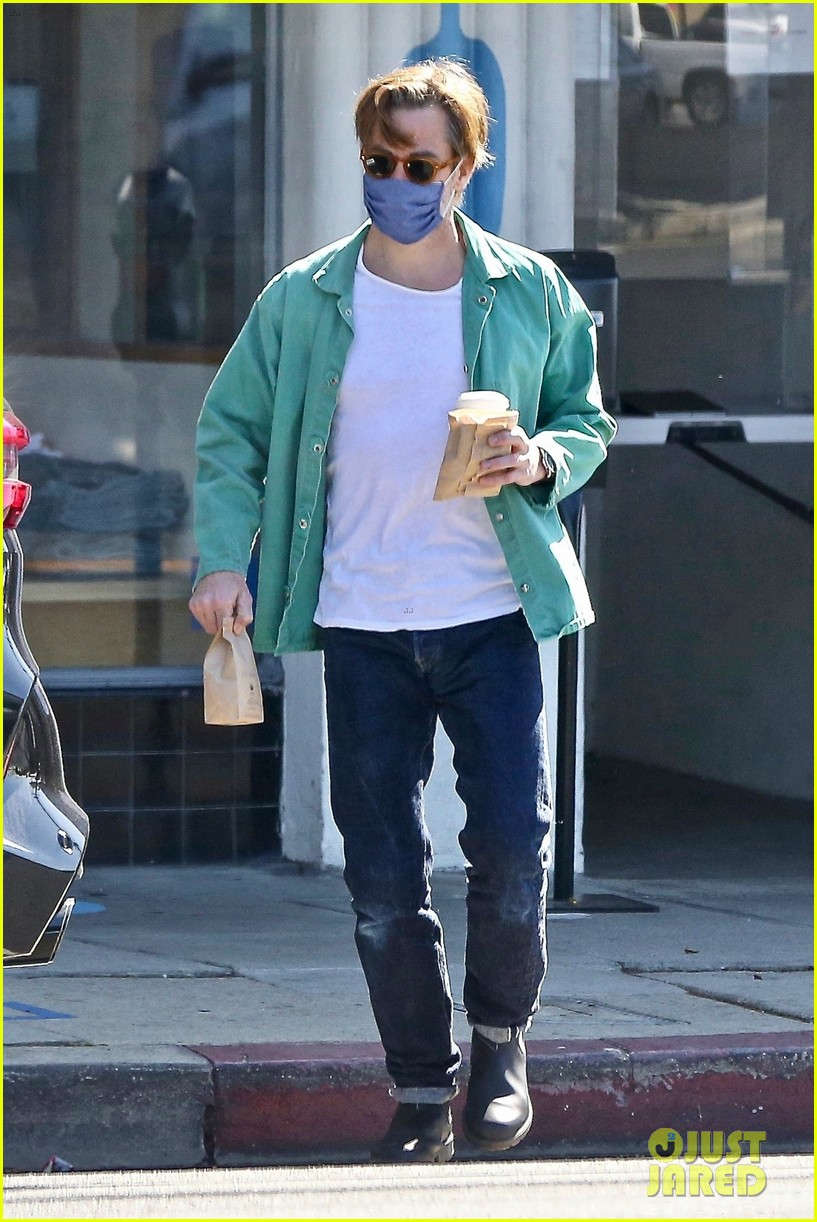chris pine coffee from blue bottle 054530336