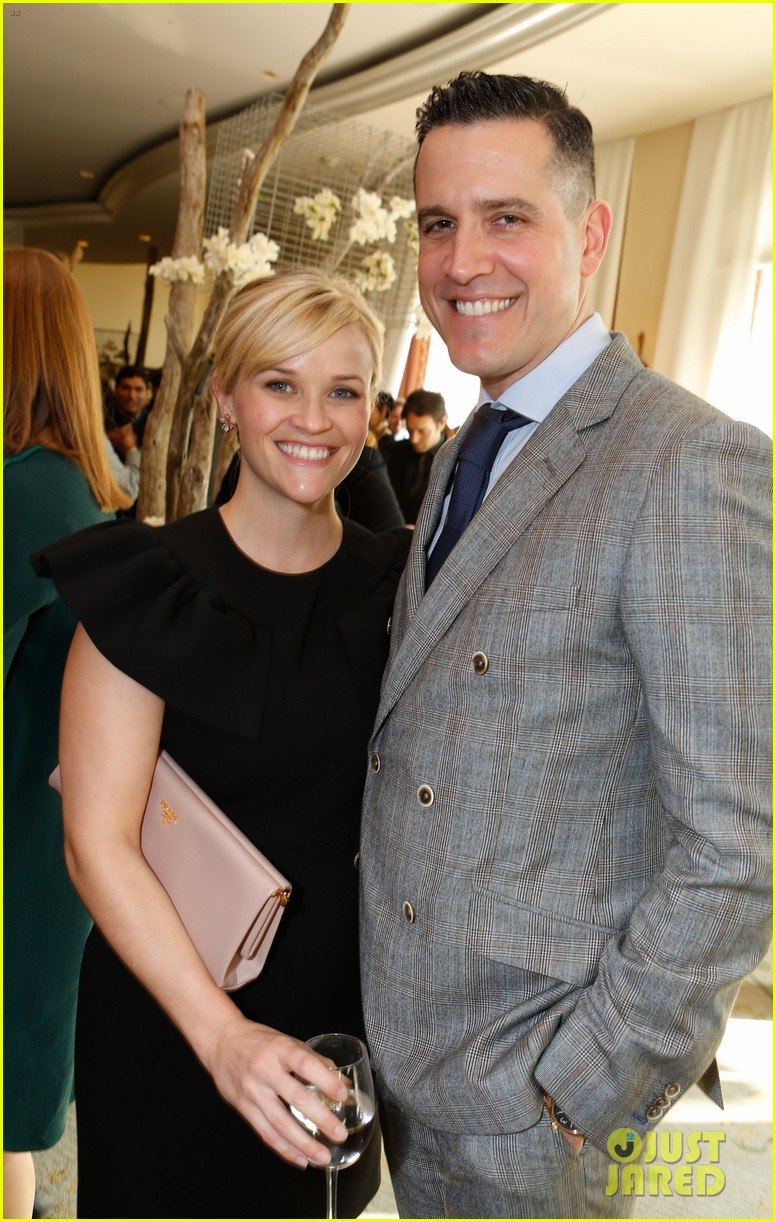 reese witherspoon celebrates anniversary jim toth 014536470