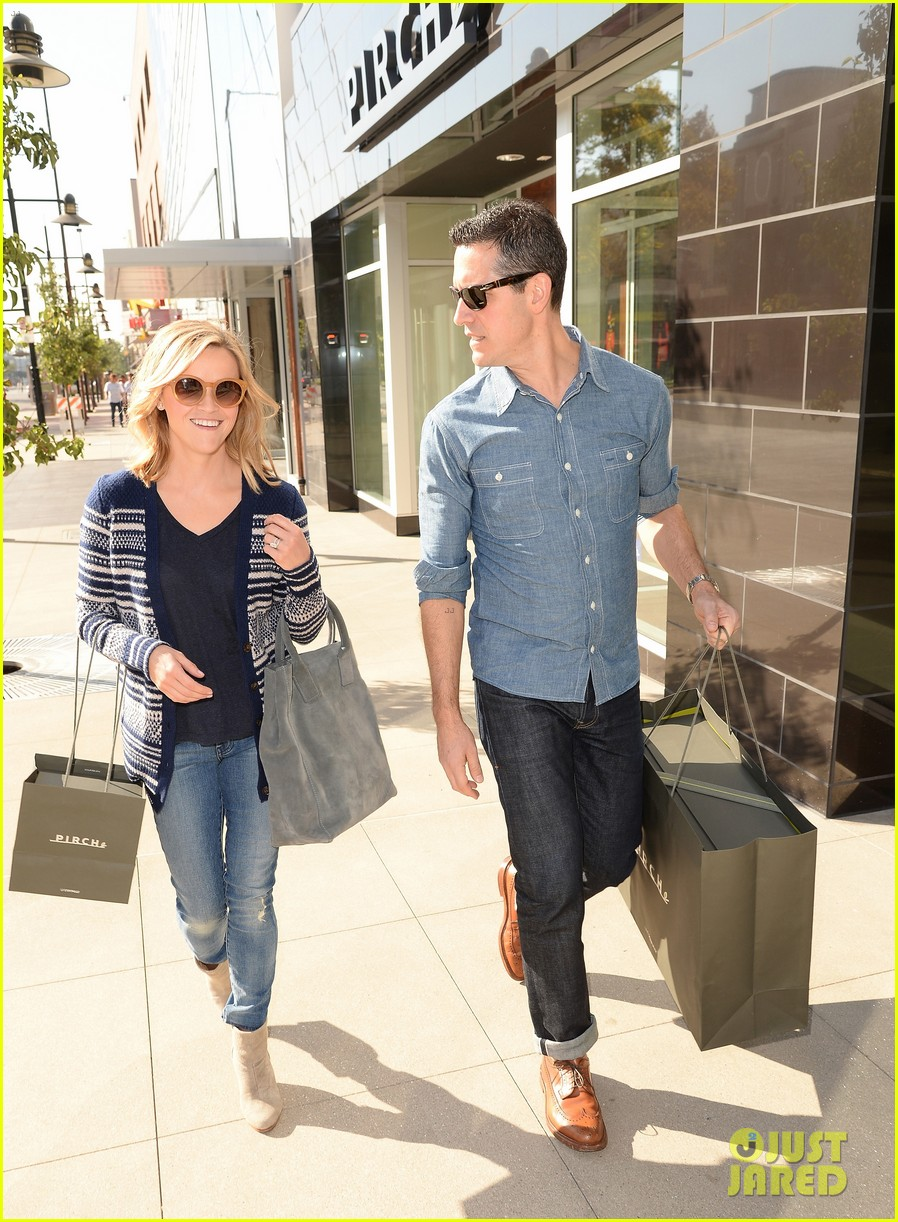 reese witherspoon celebrates anniversary jim toth 024536471