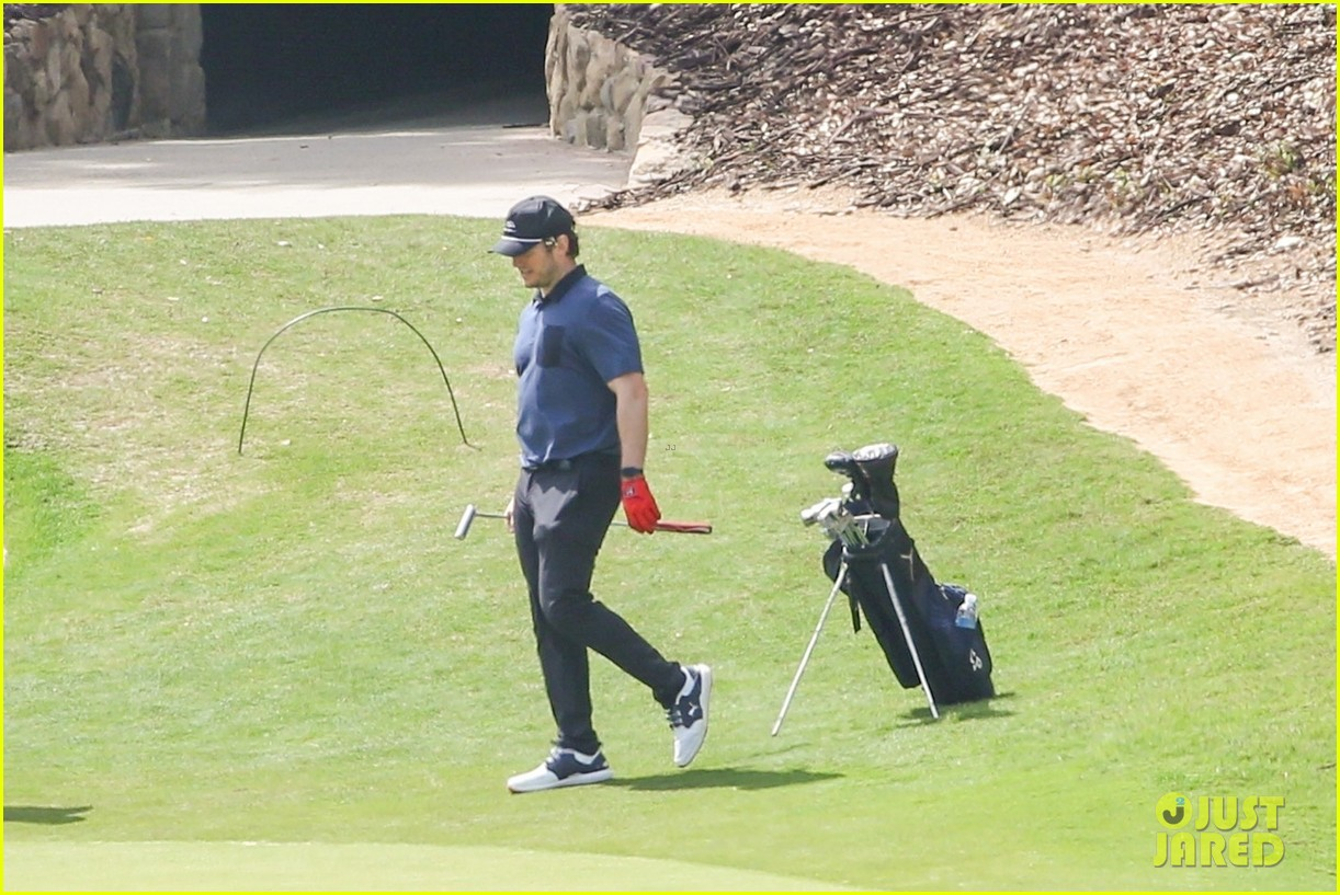 chris pratt spends the day at the golf course 034539637