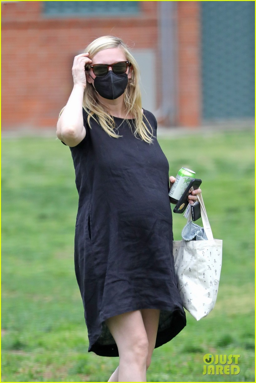 kirsten dunst spotted for first time since pregnancy reveal 104538184