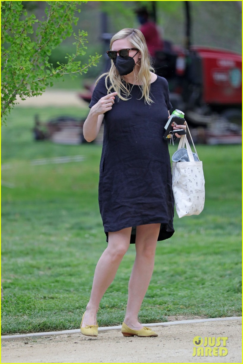 kirsten dunst spotted for first time since pregnancy reveal 134538187