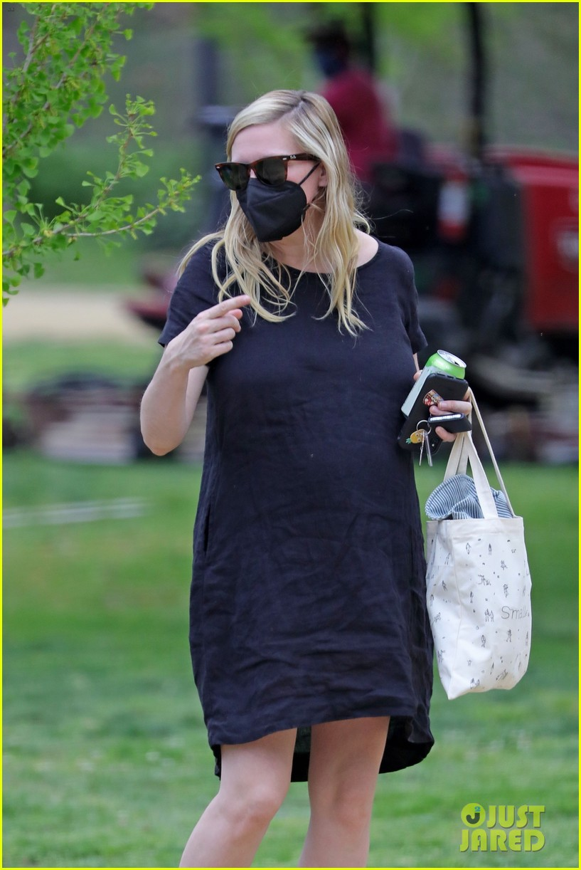 kirsten dunst spotted for first time since pregnancy reveal 144538188