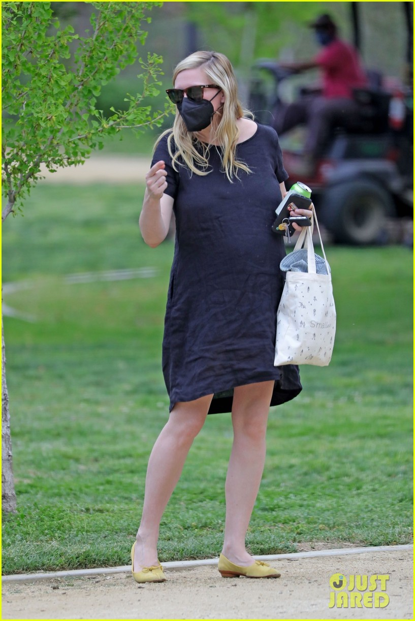 kirsten dunst spotted for first time since pregnancy reveal 154538189