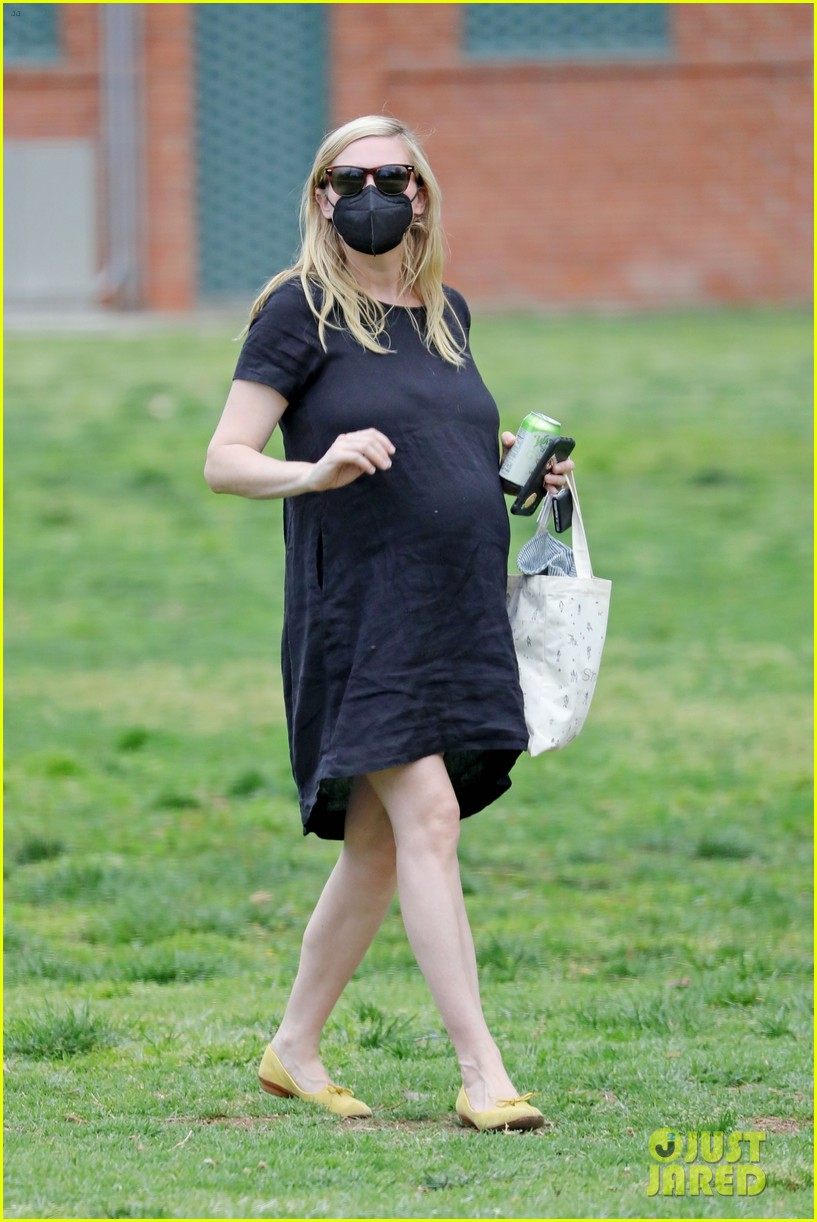 kirsten dunst spotted for first time since pregnancy reveal 214538195