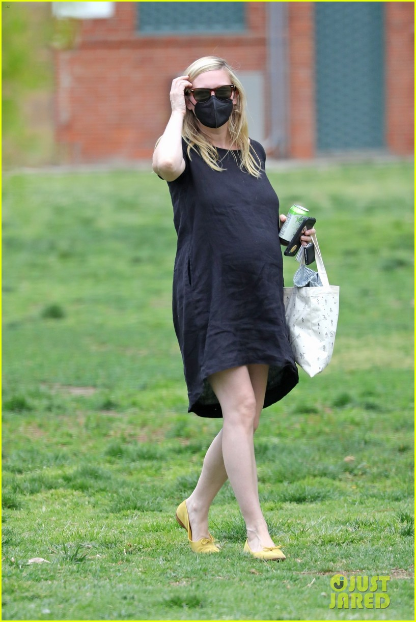 kirsten dunst spotted for first time since pregnancy reveal 224538196