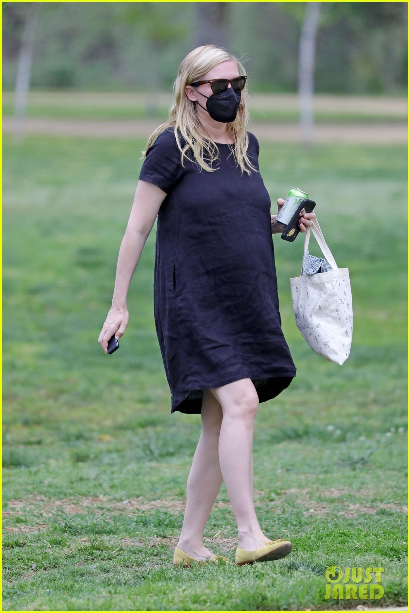 kirsten dunst spotted for first time since pregnancy reveal 244538198