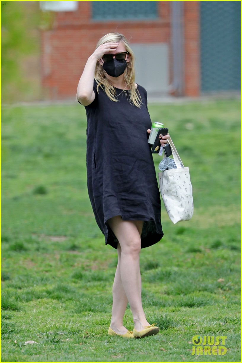 kirsten dunst spotted for first time since pregnancy reveal 254538199