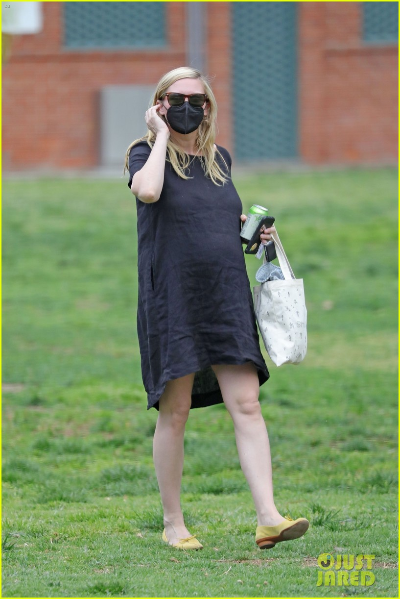 kirsten dunst spotted for first time since pregnancy reveal 264538200
