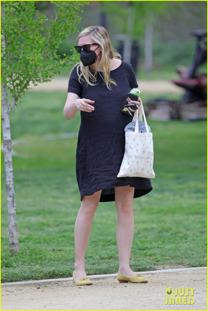 kirsten dunst spotted for first time since pregnancy reveal 314538205