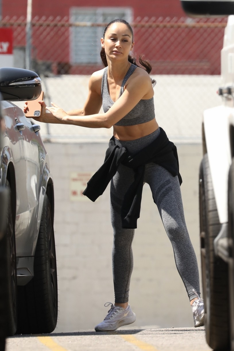 eiza gonzalez cara santana gym workout smoothie 014539630