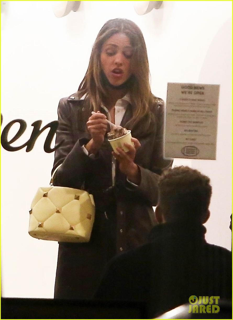 eiza gonzalez mystery guy ice cream date 174538632