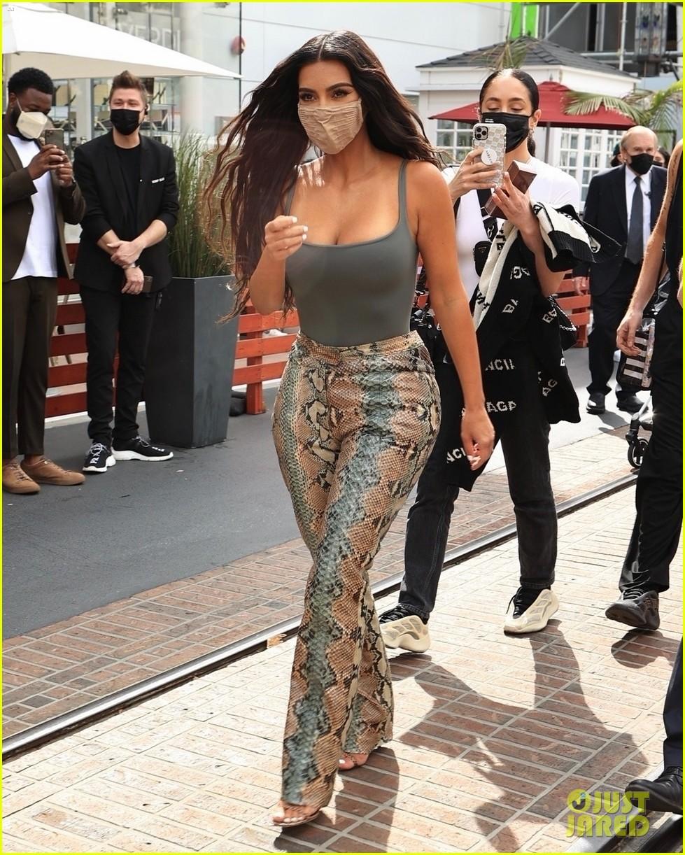 kim kardashian skims pop up shop after billionaire status 034539492