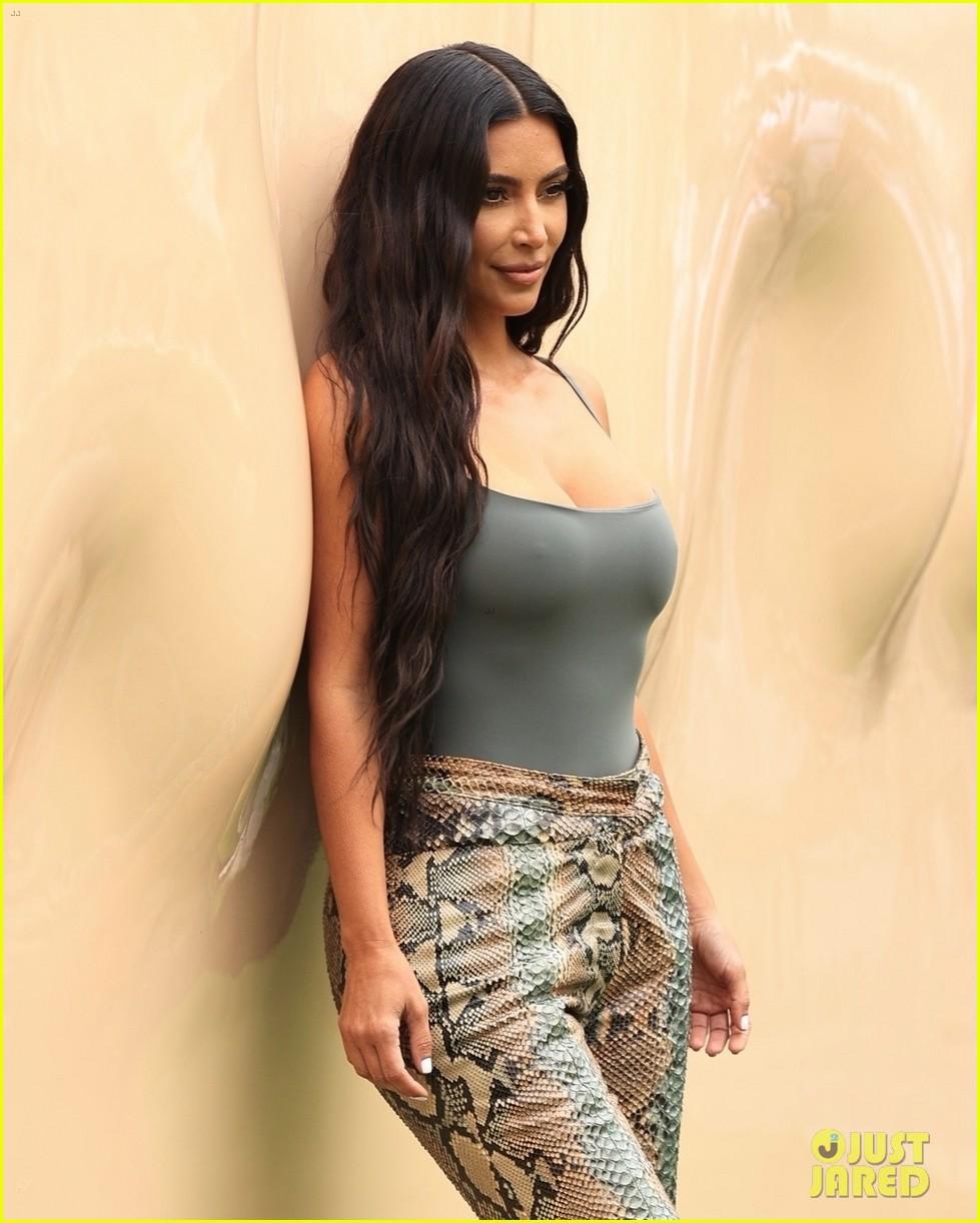 kim kardashian skims pop up shop after billionaire status 064539495