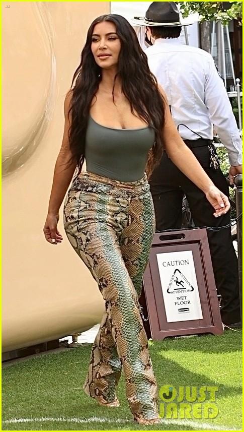 kim kardashian skims pop up shop after billionaire status 074539496