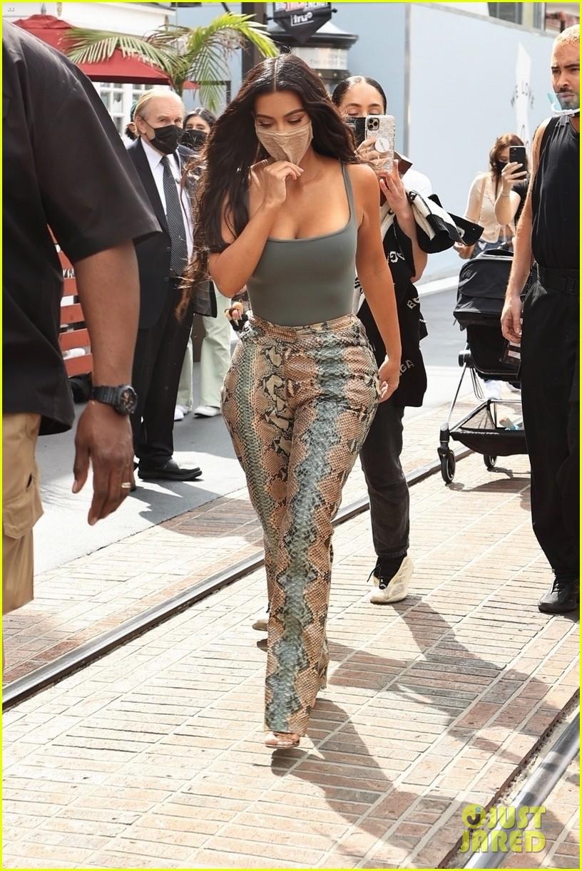 kim kardashian skims pop up shop after billionaire status 164539505