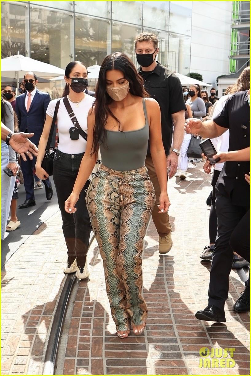 kim kardashian skims pop up shop after billionaire status 214539510