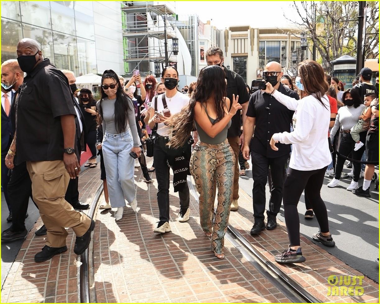kim kardashian skims pop up shop after billionaire status 234539512