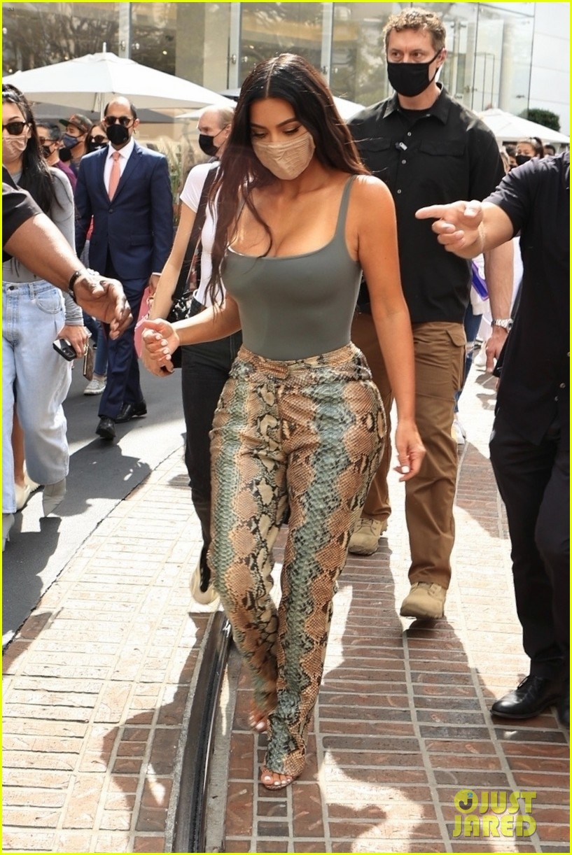kim kardashian skims pop up shop after billionaire status 254539514