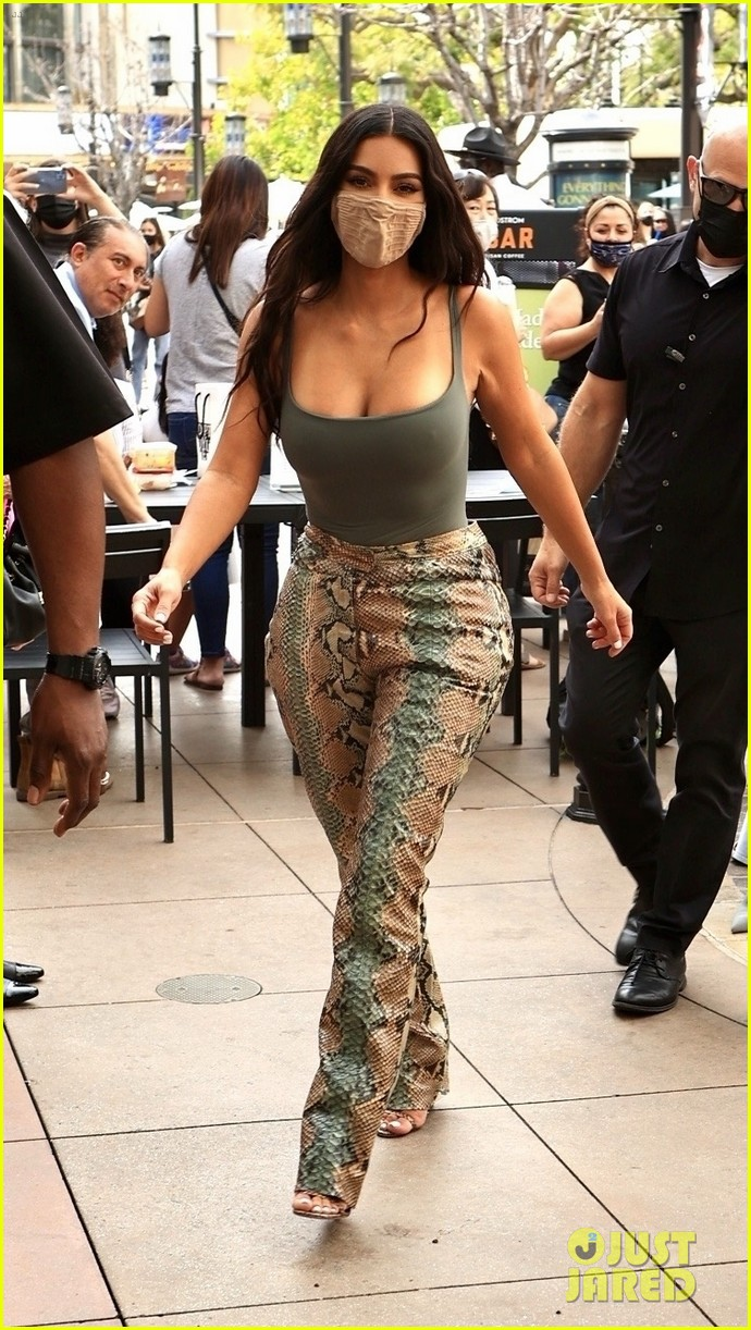 kim kardashian skims pop up shop after billionaire status 274539516