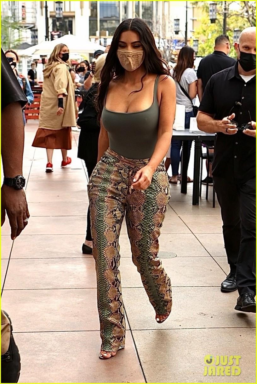 kim kardashian skims pop up shop after billionaire status 314539520